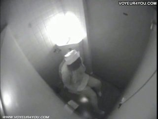 Toalett masturbation secretly captured av spycam