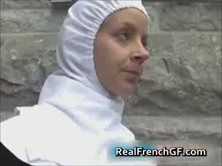 Slutty francuskie opiekunka fucked na zewnątrz porno