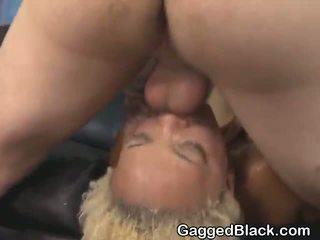 Dyed haired nero dirt sgualdrina getting faccia scopata da bianco guy