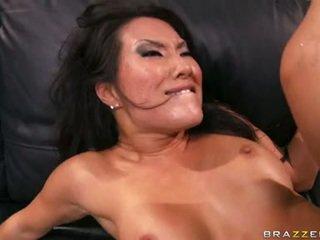 Asa akira works difícil para fazer dela homem explodir em dela bitchylicious boca