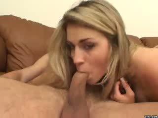 Seksi blondie ciera sage strokes na velika penis