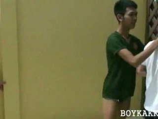 Tailandese giovane gay scopata trio