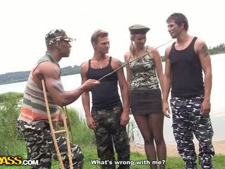 Kuuma kova core naida sisään the armeija video-