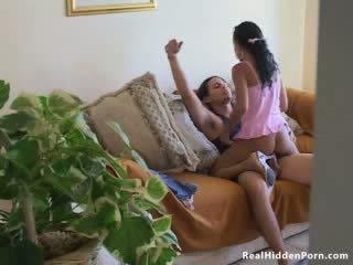 Latin lutka amaterke fucks ji boyfriend in zasačeni s the nanny