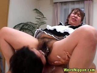 Á châu bà nội gets cô ấy tóc rậm âm hộ licked