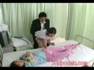 Медсестра мастурбація в передній з дружина 03