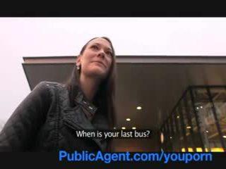 Publicagent gullible mutta kauniita ruskeaverikkö pillua gets pounded