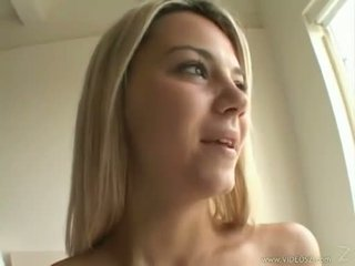Seksikas blond ashlynn brooke receives a warm spray kohta jobi