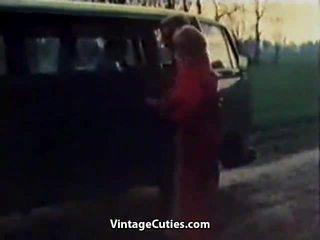 Perverssi tyttö fingered sisään a auto