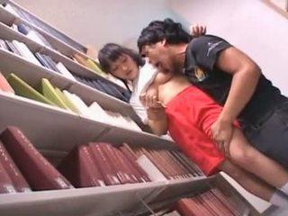 Oholené pička ázijské školáčka teased v the knižnica