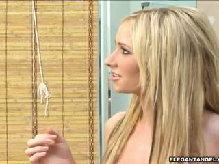 TAryn ThoMas Is Eagerly Munching A Massive Knob With PLeasure