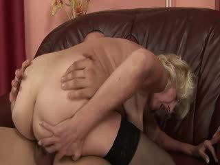成熟 奶奶 欣赏 孩儿 迪克 在 的阴户 和 口