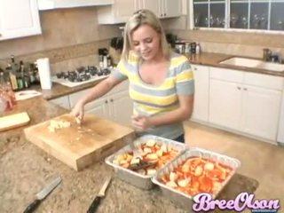 Csinos tini bree olson baking -ban neki konyha