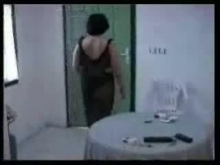 Arab 媽媽 和 two 年輕 boys 自製 視頻