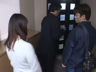 Japonais mère surprit son husbands masturbate vidéo