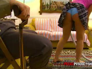 Un vieux criss defonce une jeune rambut pirang