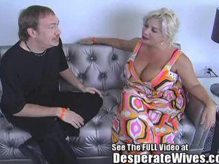Desperate زوجة claudia marie eats cum!min