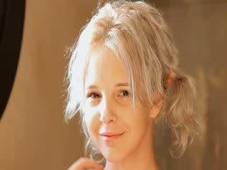 Rasieren von hübsch 21yo blond muschi