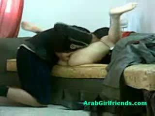 Muslim mulher spread dela pernas e gets cona licked