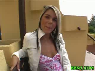 Neat dívka spreads stehýnka na dostat píča fucked