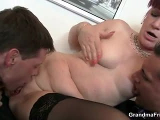 ऑफीस बिच swallows two dicks