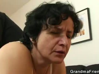 هي gets لها قديم أشعر hole filled مع two cocks