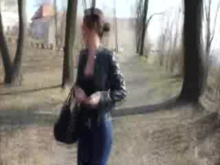 chick agrees to suck in the park for money