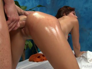 Nackt mieze enjoys dies sex massage.