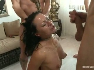 Sandra romain coquette har cumming drops från en kryddig chaps