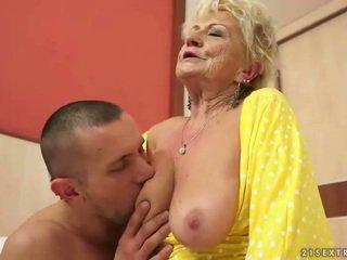 Tettona nonnina gets suo pelosa fica scopata