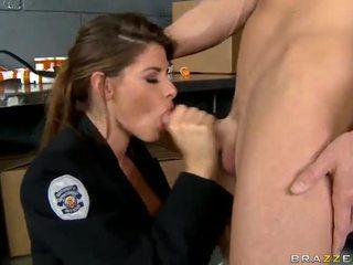 Shagging на най-горещите полицай някога madelyn marie в полиция станция