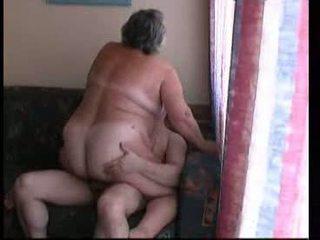 סבתא ברכיבה קשה ב ספה וידאו