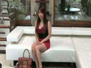 Tokyo babe med stor pupper knulling på sofa