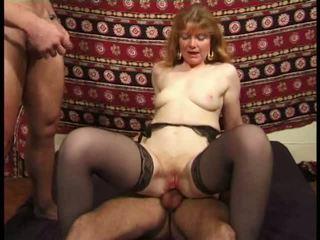 Martine, ناضج الشرجي banged في جوارب فيديو