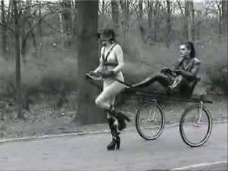 Ponygirl v verejnosť