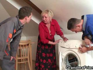 Alt widow services two repairmen