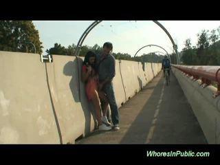 שחרחורת rides זין ב ציבורי