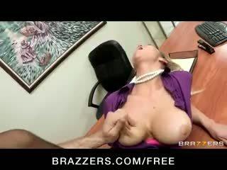 Terangsang big-tit rambut pirang office-slut bintang pornografi abbey brooks fucks titit
