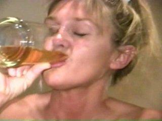 Piss: sherry carter bebiendo más viejo piss