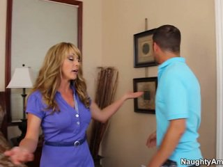 Good Hooter Female Shayla LaVeaux Acquires Thing