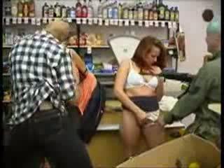 Ado maltraitance à mini marché (fantasy) vidéo