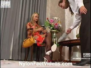 Florence lesley cochon nylon pieds film