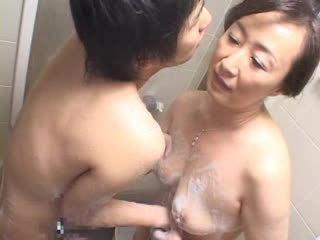 hq masturbuje príťažlivé, handjobs, plný kúpeľňa vidieť