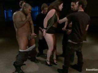 Charlotte vale насладете се doing orall обслужване с circle на хуй