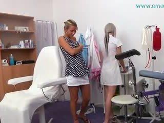Rubia chica went a su gynecologist para regular examen