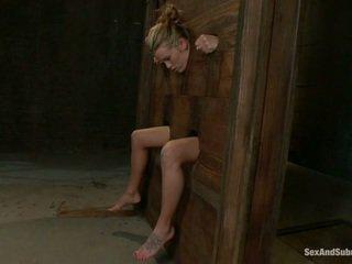 Giovane aiden aspen going attraverso il punishment
