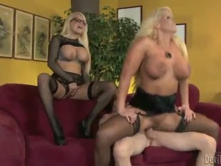 Alura jenson 과 jacky joy two 큰 titted blondes having shaged