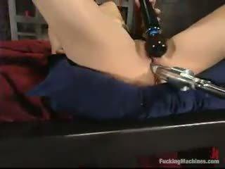 Sarah blake has got laid 由 一 mighty screwing device 在 一 cellar