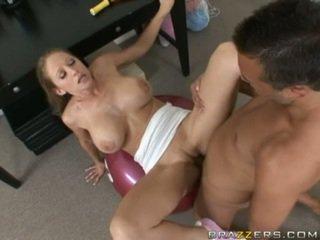 Abby rode gets ένα γεμάτος γαμήσι γυμναστική ως αυτή acquires slammed επί ένα γυμναστήριο ball