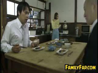 Kåta hustru loves steg far